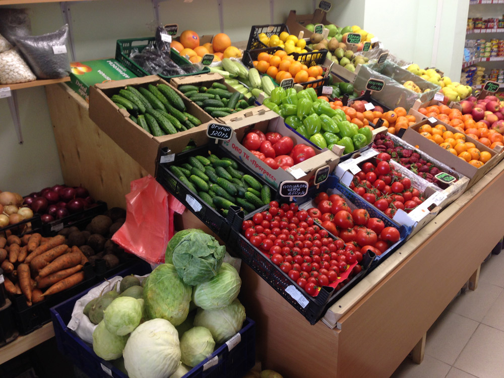 Витрина овощного магазина
